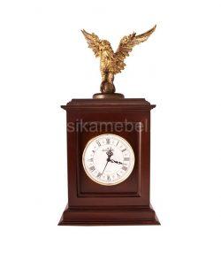 Часы классические с орлом
